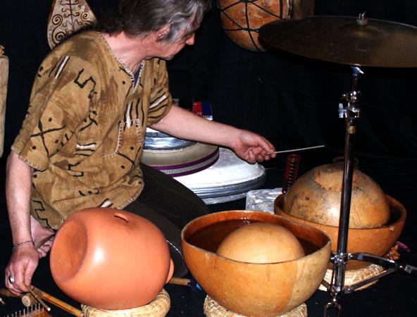 Guy Thévenon aux instruments